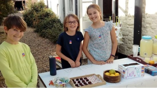 Lemonade stall helpers
